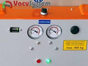 Redundantny podwójny układ podciśnieniowy chwytaka do płyt warstwowych